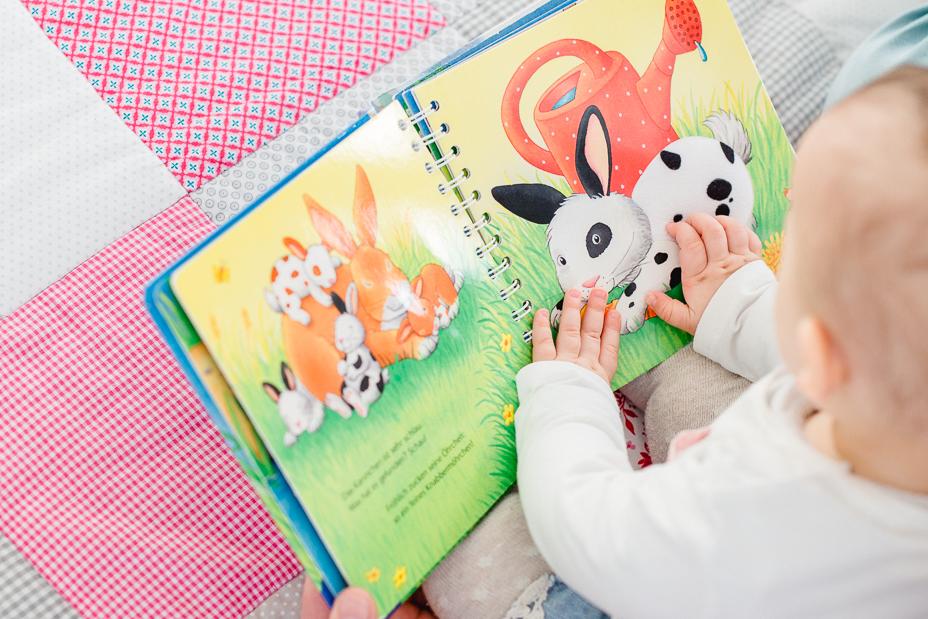 Babyfotografie-Kassel-2015-Inka Englisch Fotografie-Babyportraits-Babyshooting-natuerliches Licht-Homestory-Familienshooting-MZ_013