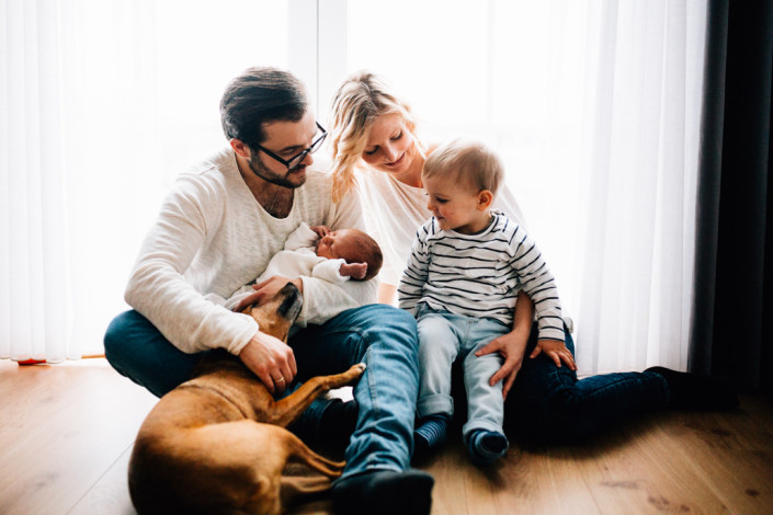 Babyshooting Babyfotograf Kassel Homestory Lifestyle Neugeborene Newborn Frankfurt Hannover Familie zuhause