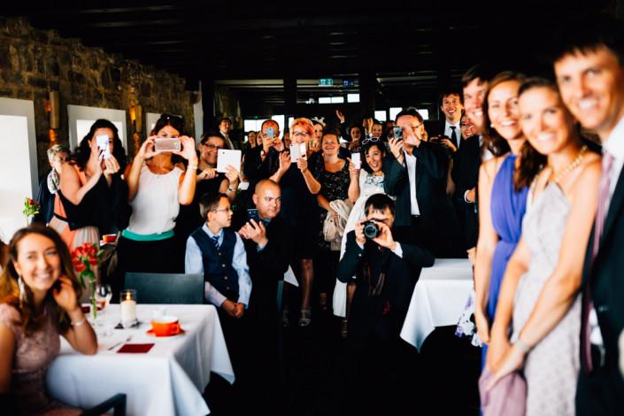 Hochzeitsfotograf Hochzeitsreportage Ganztagesreportage Storytelling Lifestyle Gästefotos Schloss Waldeck Edersee