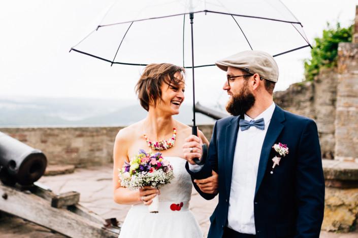 Hochzeitsfotograf Hochzeitsreportage Ganztagesreportage Storytelling Lifestyle Edersee Strandhaus Regenhochzeit