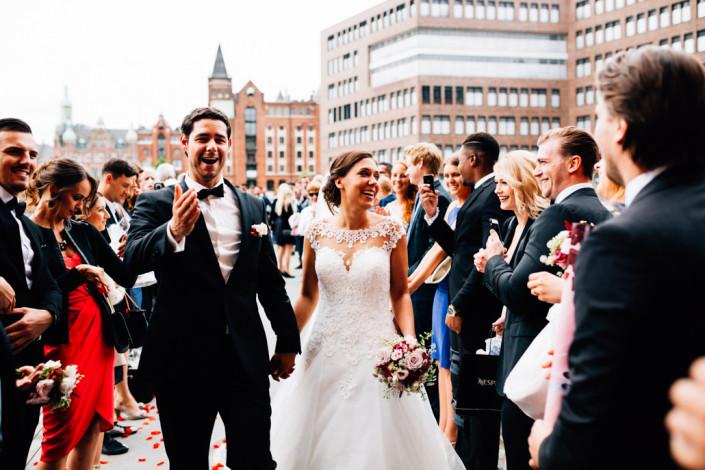 Hochzeitsfotograf Hochzeitsreportage Ganztagesreportage Storytelling Lifestyle Trauung Hamburg Speicherstadt