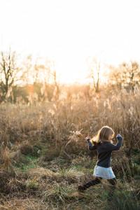 Kinderfotografie-Lifestyle-2015-Inka Englisch Photography-Frankfurt-Sonnenuntergang-Felder_1-4