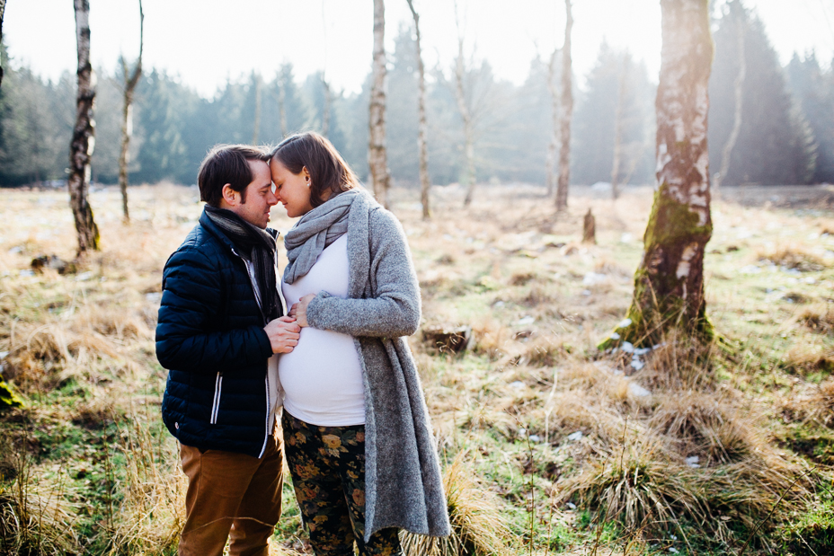 Wintershooting Schwangerschaftsportraits Coupleshooting Babybauchshooting Kassel 2016 Liebe Reinhardswald Birkenwald