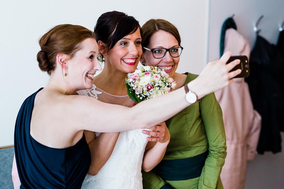 Hochzeit im Kloster Haydau Hochzeitsfotografie Kassel Morschen Hochzeitsfotograf Wedding Photographer Ganztagesreportage Blumenkinder