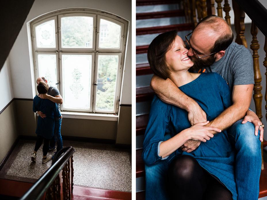 Engagementshoot zuhause Verlobungsshoot Couple Pärchenshoot Paarfotos Verlobungsfotos indoor Homestory Storytelling Lifestyle verliebt