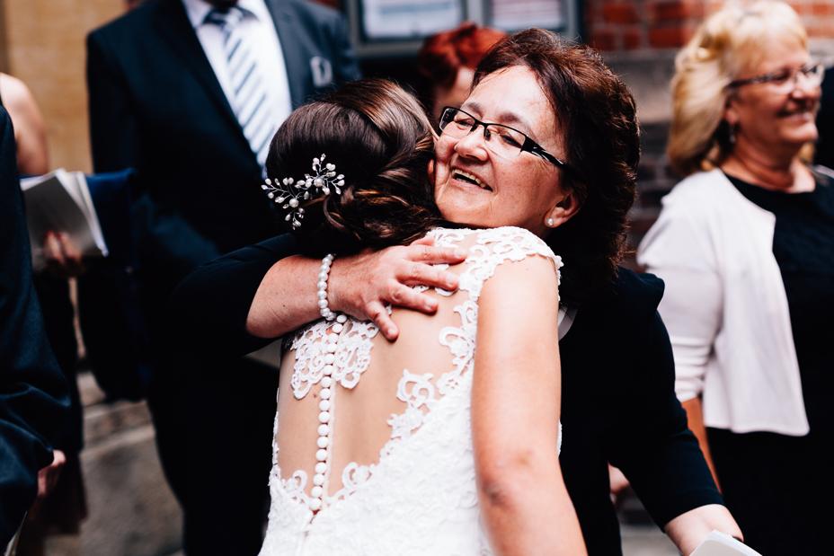 Ein Tag in Hamburg`s Speicherstadt Hochzeitsreportage Hamburg Kaispeicher B Deck 10 Alster Hochzeitsfotograf St. Jacobi Kirche Jasmin Rath Hochzeitssängerin