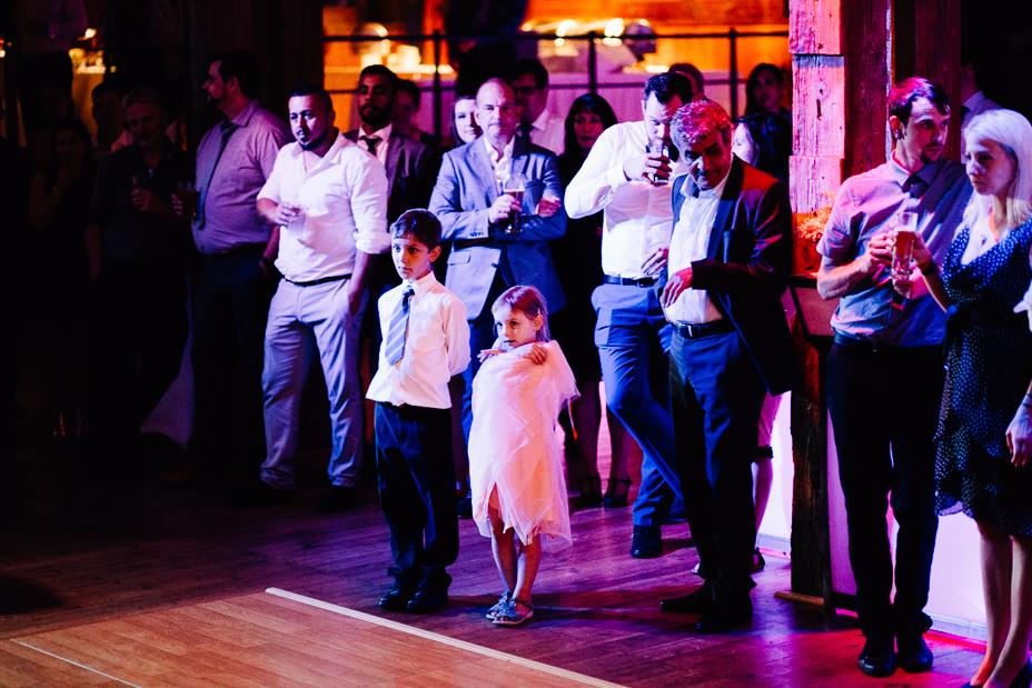 Ein Tag in Hamburg`s Speicherstadt Hochzeitsreportage Hamburg Kaispeicher B Deck 10 Alster Hochzeitsfotograf Eröffnungstanz