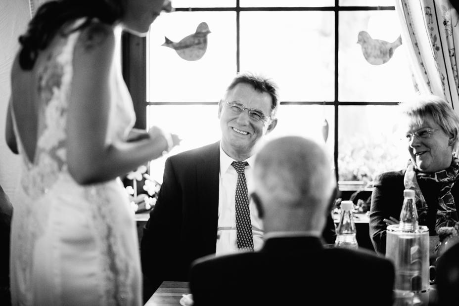Hochzeitsfotograf Kassel Hochzeitsreportage Inka Englisch Photography Wedding Portrait Dokumentation GanztagsreportageStorytelling Bergpark Wilhelmshoehe Wilhelmshöhe Schloss Schlosshotel Thronsaal Herkules Terrassen Hochzeit im Bergpark Wilhelmshöhe in Kassel Ein Tag voller Geschichten First Look Braut Bräutigam