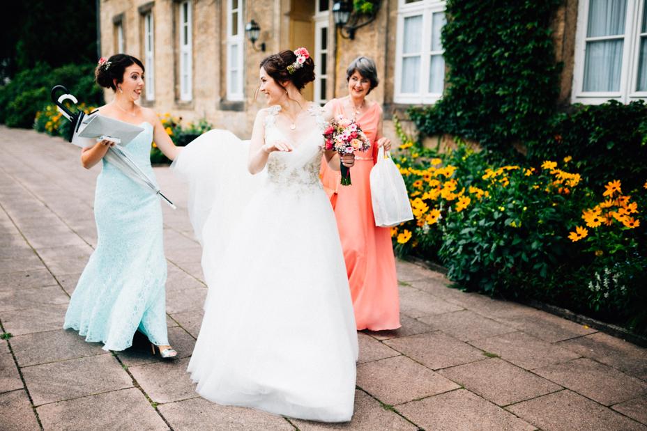 Hochzeitsfotograf-Kassel-Bad Driburg-Graeflicher Park-Inka Englisch Photography-Hochzeitsreportage-Regenhochzeit-entspannt-storytelling-wedding photographer-31