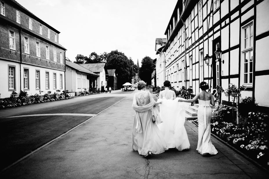 Hochzeitsfotograf-Kassel-Bad Driburg-Graeflicher Park-Inka Englisch Photography-Hochzeitsreportage-Regenhochzeit-entspannt-storytelling-wedding photographer-32