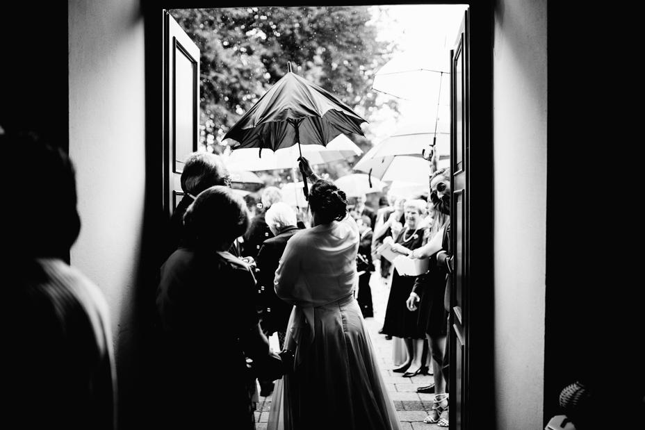 Hochzeitsfotograf-Kassel-Bad Driburg-Graeflicher Park-Inka Englisch Photography-Hochzeitsreportage-Regenhochzeit-entspannt-storytelling-wedding photographer-45
