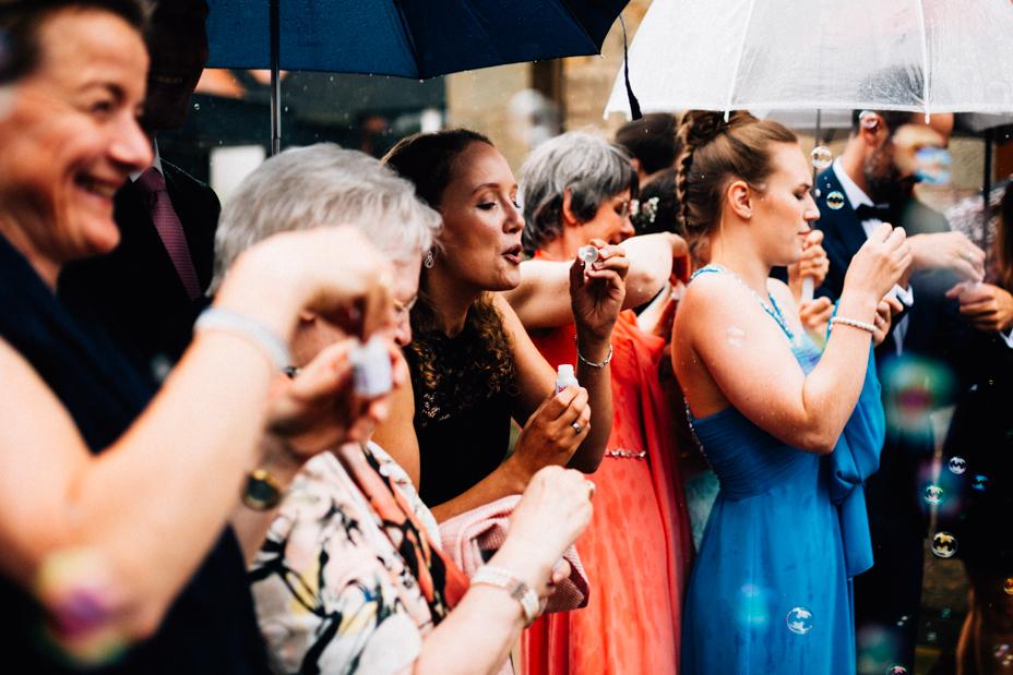 Hochzeitsfotograf-Kassel-Bad Driburg-Graeflicher Park-Inka Englisch Photography-Hochzeitsreportage-Regenhochzeit-entspannt-storytelling-wedding photographer-48