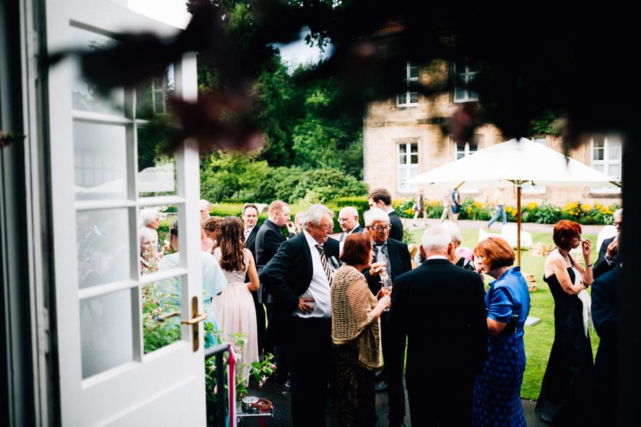 Hochzeitsfotograf-Kassel-Bad Driburg-Graeflicher Park-Inka Englisch Photography-Hochzeitsreportage-Regenhochzeit-entspannt-storytelling-wedding photographer-61