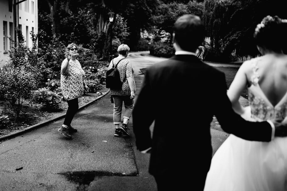 Hochzeitsfotograf-Kassel-Bad Driburg-Graeflicher Park-Inka Englisch Photography-Hochzeitsreportage-Regenhochzeit-entspannt-storytelling-wedding photographer-65