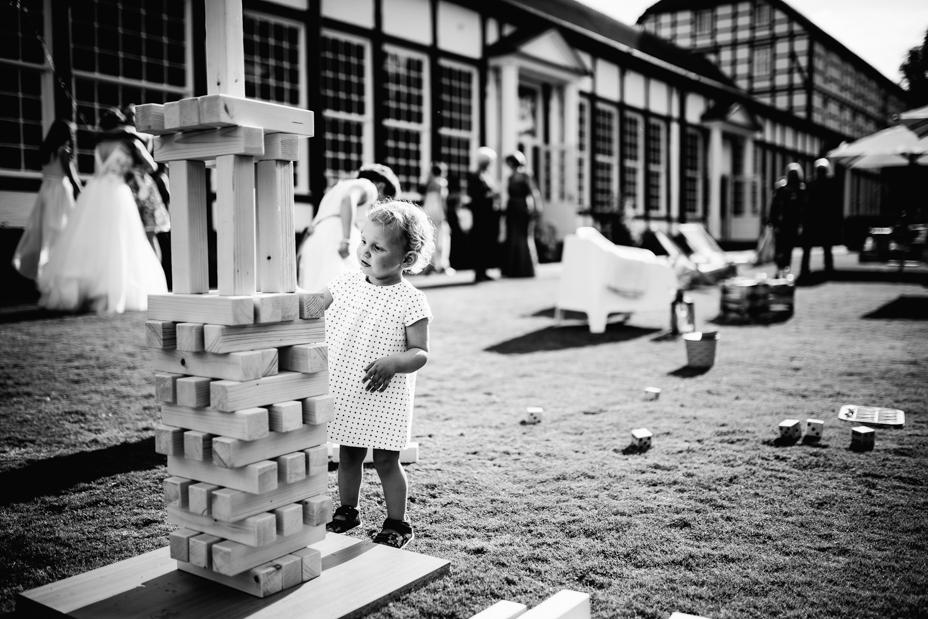 Hochzeitsfotograf-Kassel-Bad Driburg-Graeflicher Park-Inka Englisch Photography-Hochzeitsreportage-Regenhochzeit-entspannt-storytelling-wedding photographer-73