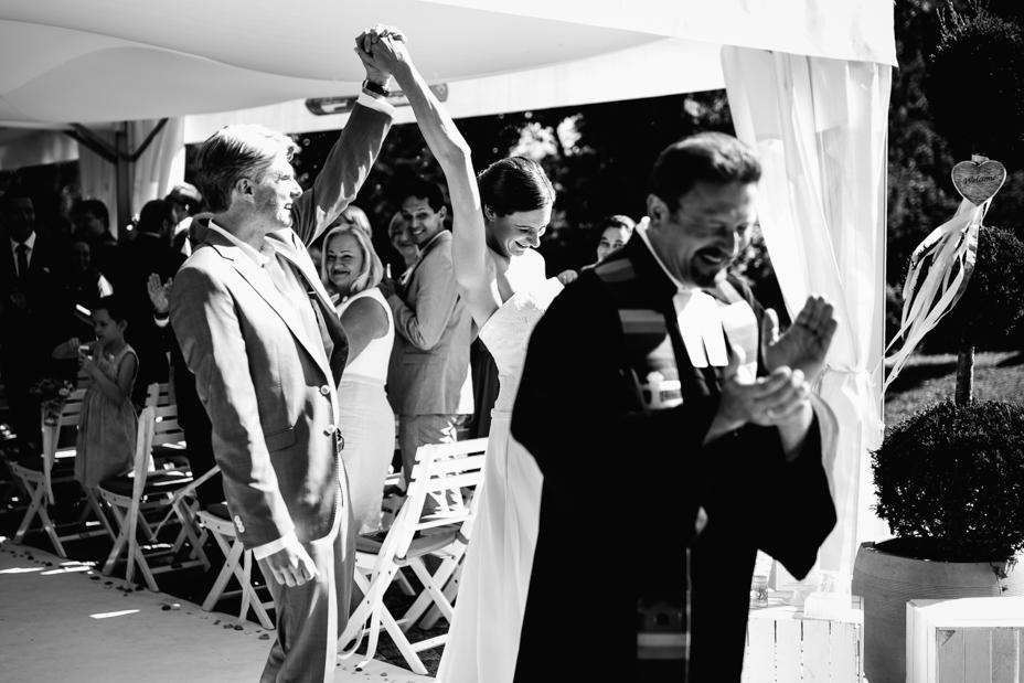 Maritime Hochzeit in der Traumkulisse Hoher Darsberg Hochzeitsfotograf-Kassel Frankfurt Wiesbaden Hoher Darsberg Inka Englisch Photography Hochzeitsreportage Storytelling Trauung unter freiem Himmel outdoor freie Trauung Pavillon Zelt