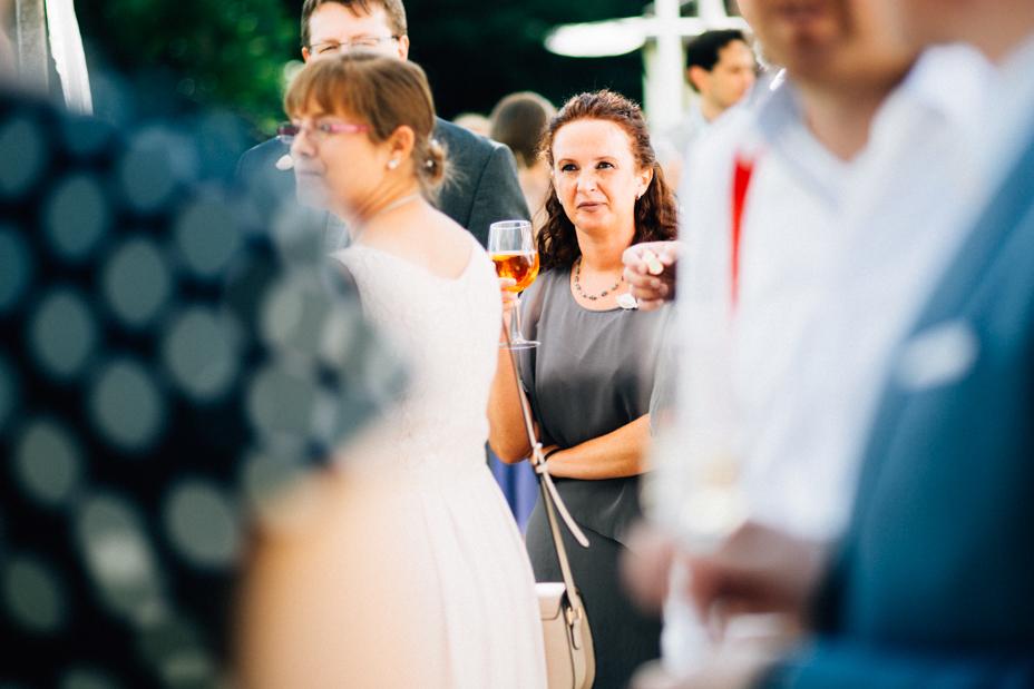 Maritime Hochzeit in der Traumkulisse Hoher Darsberg Hochzeitsfotograf-Kassel Frankfurt Wiesbaden Hoher Darsberg Inka Englisch Photography Hochzeitsreportage Storytelling Sektempfang Häppchen Gratulationen