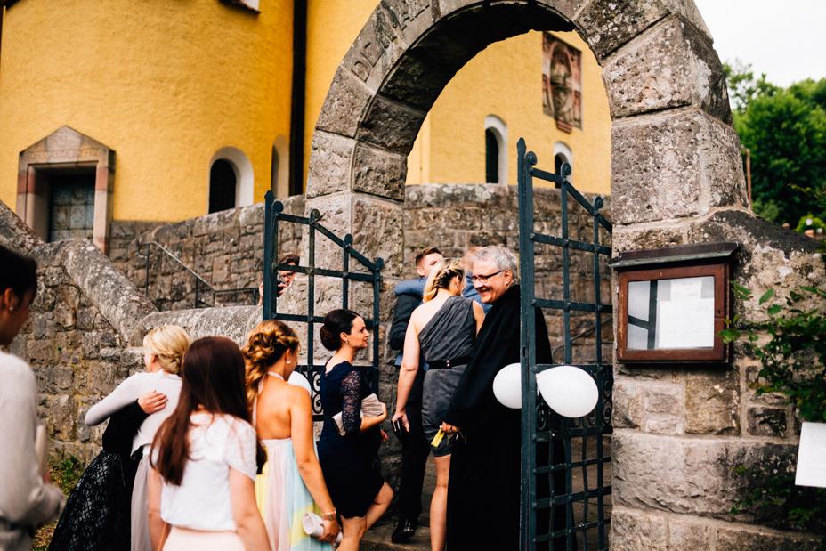 Elegantes Glück im Staatsbad Bad Brückenau Hochzeitsfotograf Staatsbad Bad Brückenau Hochzeit Kassel Reportage Storytelling Inka Englisch Photography Kirche Trauung