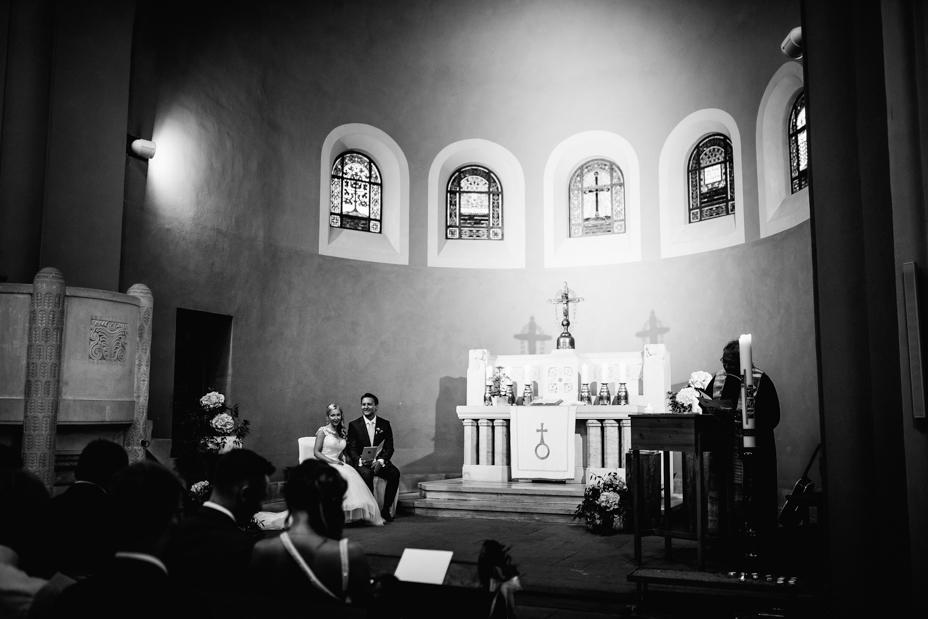 Elegantes Glück im Staatsbad Bad Brückenau Hochzeitsfotograf Staatsbad Bad Brückenau Hochzeit Kassel Reportage Storytelling Inka Englisch Photography Kirche