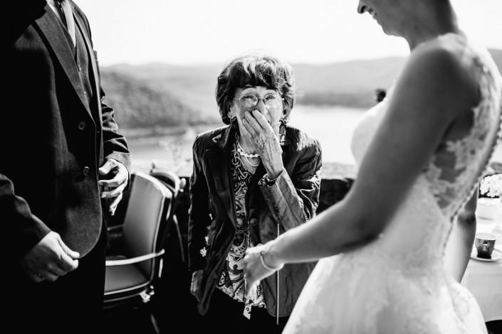Hochzeitsfotograf Hochzeitsreportage Ganztagesreportage Storytelling Lifestyle Gratulationen Schloss Waldeck Edersee