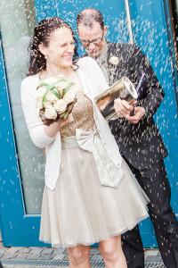 Hochzeitsfotograf Wedding Photography Hochzeitsreportage Kassel Frankfurt Würzburg Hannover Hamburg München Reis werfen