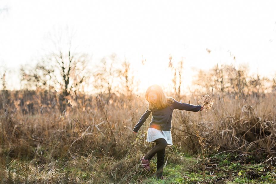Ein Spaziergang durch die Abendsonne ... Kindershoot bei Kassel Fotograf Kindershooting Kinderfotograf Familie Familienshooting Kleinkind Natur outdoor Reportage 2020