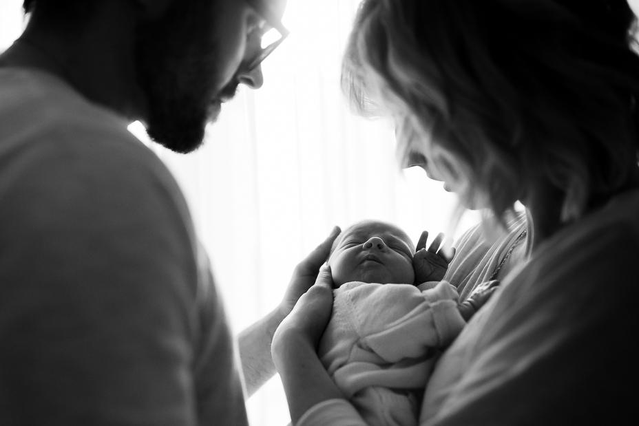 Babyshooting Neugeborenenshooting Reportage dokumentarisch natürlich zuhause Homestory Babyfotograf Homestory Kassel Lifestyle Babyhomestory bei Kassel