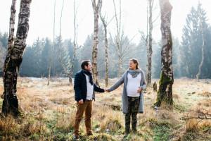 Wintershooting Schwangerschaftsportraits Coupleshooting Babybauchshooting Kassel 2016 Liebe Reinhardswald Babybauchshooting im Birkenwald in Kassel