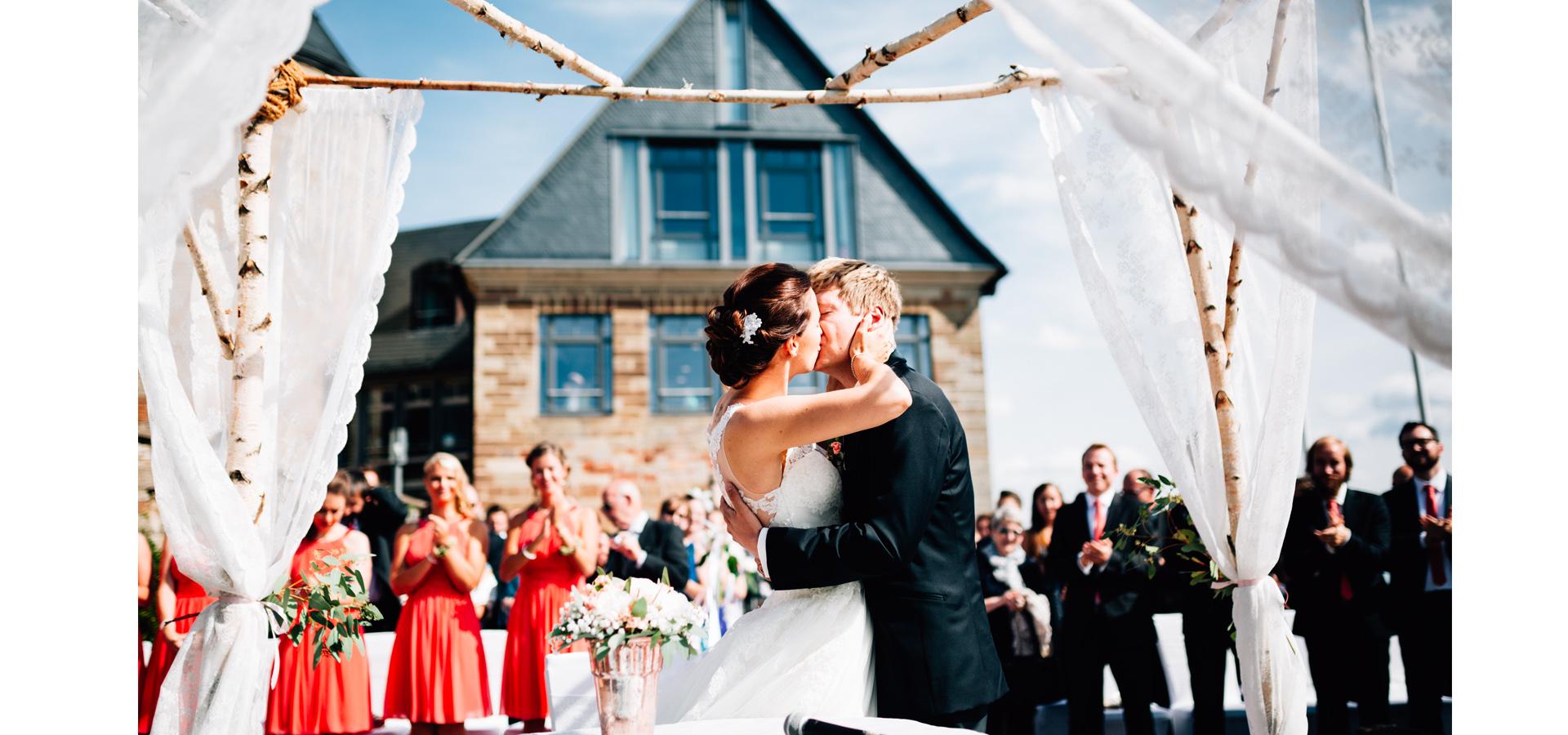 Hochzeitsfotograf Hochzeitsreportage Storytelling freie Trauung Schloss Waldeck Edersee Kassel Inka Englisch Photography