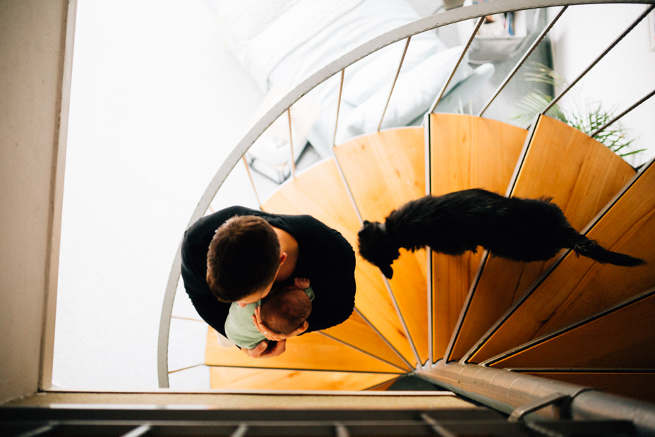 Die ersten Tage mit Baby zuhause ... Homestory bei Kassel Babyfotograf Kassel Neugeborenenshooting Babyshooting Neugeborenenfoto Homestory Fotograf Kassel Frankfurt Göttingen Familienshooting zuhause Hund 2020
