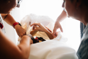 Hochzeitsfotograf Hochzeit Fotograf Hann. Münden Kassel Letzter Heller Inka Englisch 2018 Reportage Getting Ready Vorbereitungen Brautkleid