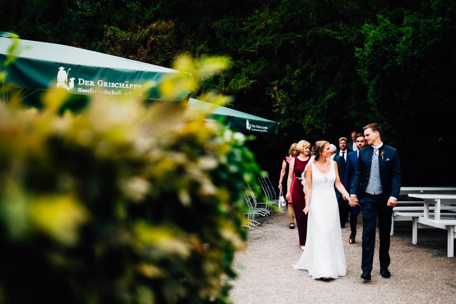 emotionale Hochzeit im Bergpark Wilhelmshöhe Kaskadenwirtschaft Grischaefer Inka Englisch 2018 freie Trauung Reportage Sektempfang Gratulationen