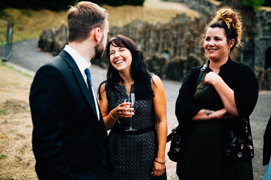 emotionale Hochzeit im Bergpark Wilhelmshöhe Kaskadenwirtschaft Grischaefer Inka Englisch 2018 freie Trauung Reportage Sektempfang