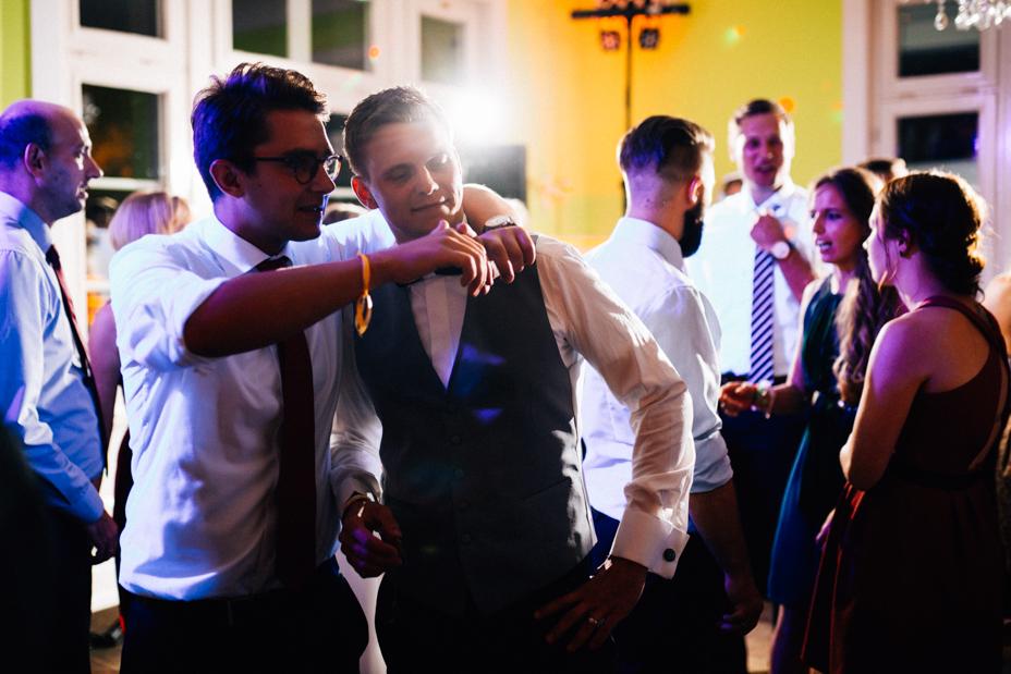 emotionale Hochzeit im Bergpark Wilhelmshöhe Kaskadenwirtschaft Grischaefer Inka Englisch 2018 freie Trauung Reportage Party