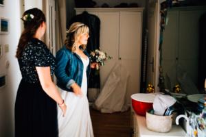 Hochzeitsfotograf Kassel Spiekershausen Fuldagarten Inka Englisch 2018 freie Trauung Reportage Vorbereitungen Getting Ready