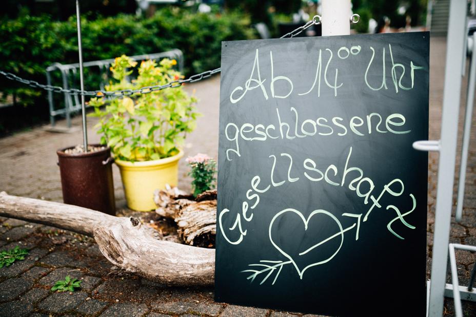 Hochzeitsfotograf Kassel Spiekershausen Fuldagarten Inka Englisch 2018 freie Trauung Reportage Deko