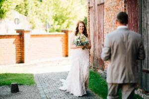 Wenn das Herz JA sagt ... Hochzeit im Kloster Chorin Hochzeitsfotograf Kassel Inka Englisch Photography Wedding Deko Hochzeitsreportage Berlin Landhof Liepe Sommer First Look