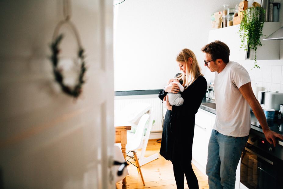 endlich zuhause Babyhomestory im Raum Kassel Baby Homestory Neugeborenenshoot Newborn zuhause 2020