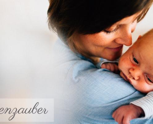 Familienzauber der ersten Tage gemeinsam ... Babyshooting Kassel Baunatal Nordhessen Schwalm-Eder-Kreis Fotograf Baby Neugeborenes Homestory Geschwister zuhause