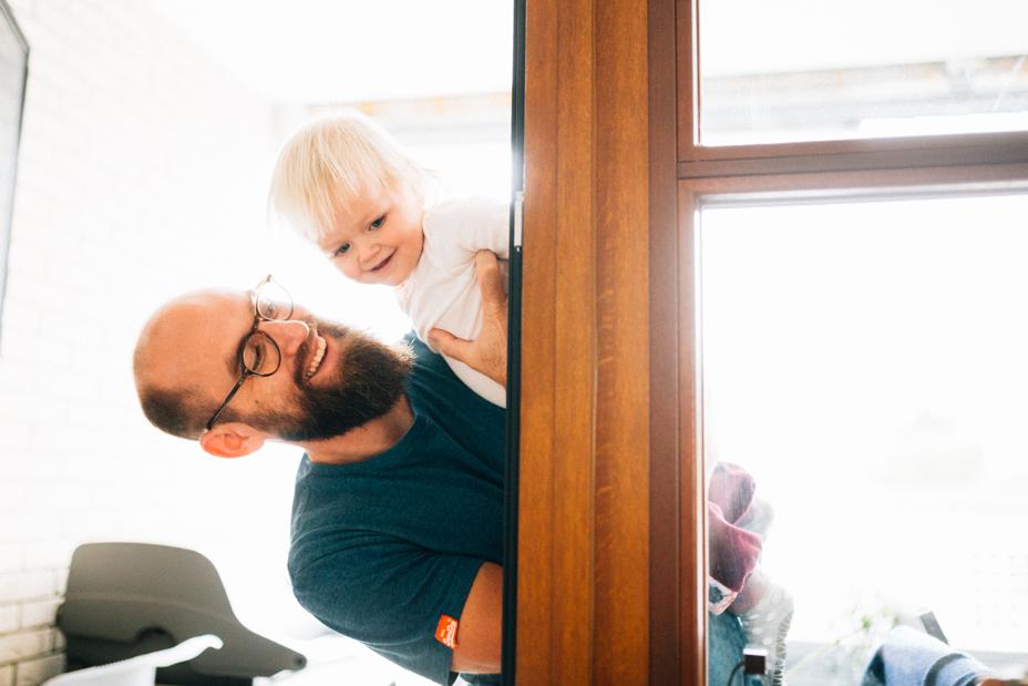 gemeinsam warten ... Babybauch-Homestory bei Kassel Babybauch Homestory Shooting Familie Babybauchshooting Geschwister Kassel zuhause 2020 Inka Englisch
