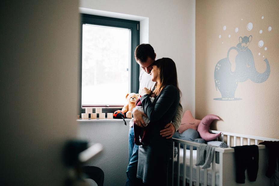 Babyzauber Babyshooting Kassel Inka Englisch Homestory Neugeborene Familienshooting zuhause